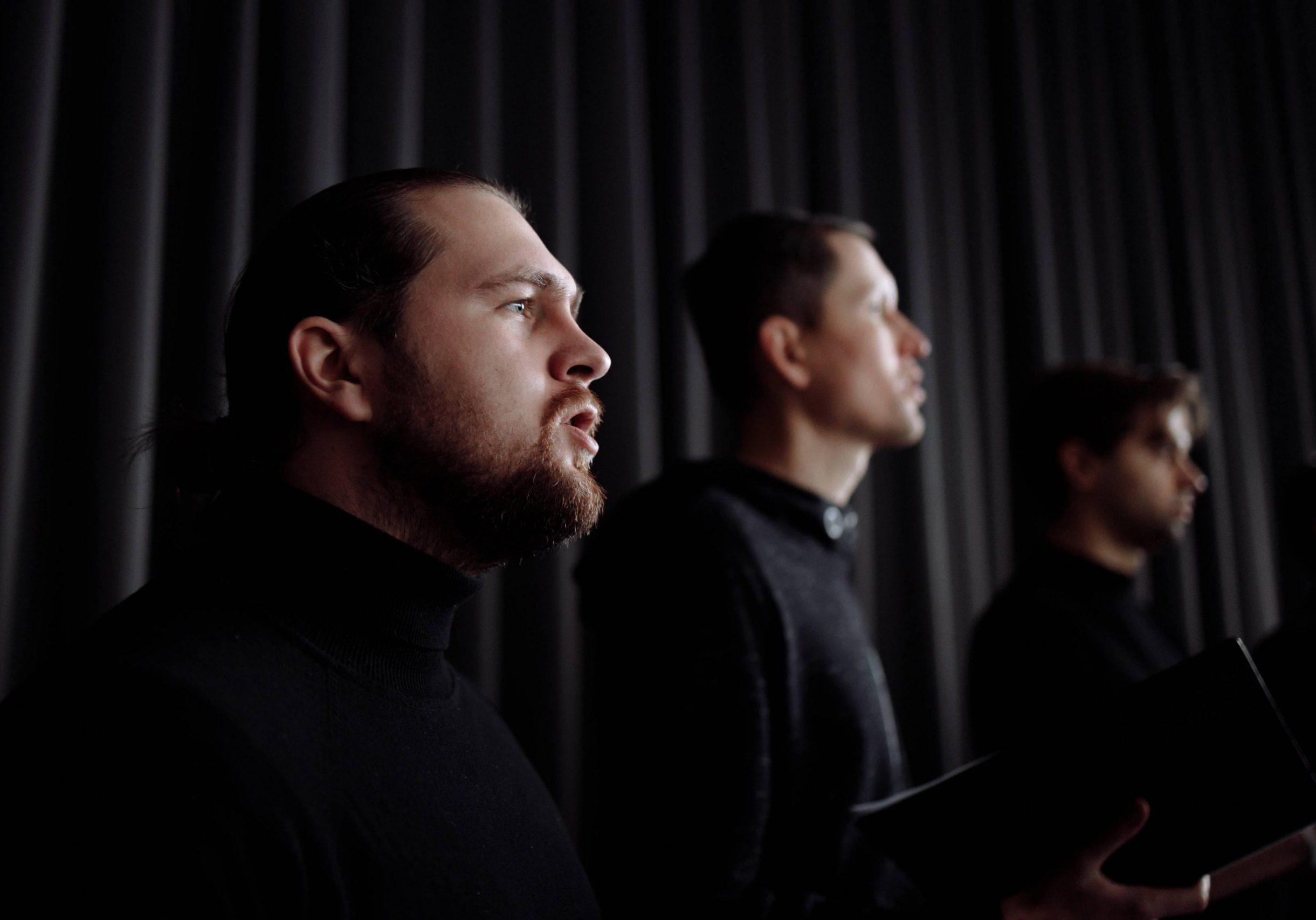 men singing_small